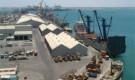 ميليشيات الحوثي تحتجز سفينة تجارية في الحديدة
