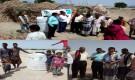 مؤسسة شباب أبين توزع خزانات مياه للنازحين في مديرية خنفر