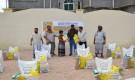 وكيل أول المحافظة بن عويض يدشن توزيع السلال الغذائية المقدمة من مؤسسة سبأ للإغاثة والتنمية