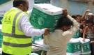 مركز الملك سلمان للإغاثة يوزع 895 سلة غذائية  في محافظة تعز