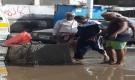 عدن.. امين عام التواهي يشرف على اعمال تصريف مياه الامطار