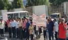 بوقفة احتجاجية أمام المجمع القضائي.. موظفو شركة النفط يطالبون باستعادة منشأة كالتكس