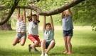 مخاطر وفوائد لعب الأولاد خارج المنزل