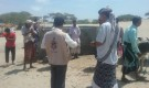ابين : مدير الوحدة التنفيذية لإدارة مخيمات النازحين يقوم بزيارة تفقدية لمخيم النازحين بمديرية احور