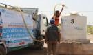 طيبة تواصل عملية تزويد الخزانات بالمياه النظيفة للنازحين في محافظة الحديدة