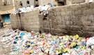 ابين : أهالي في مدينة جعار يناشدون بسرعة تنظيف موقع للقمامة بجوار منازلهم