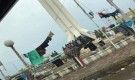 الأفارقة في عدن يفترشون الجولات والأهالي يناشدون المنظمات ايوائهم بالمخيمات ( صورة )