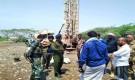 مدير أمن أبين يتفقد سير العمل في مشروع مياه شقرة