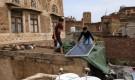 """اليمن.. ارتفاع أسعار """"الطرابيل"""" مع الإقبال عليها كحل مؤقت لتغطية أسطح المنازل لحمايتها من الأمطار"""