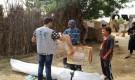 مركز الملك سلمان يوزع مواد إيوائية للمتضررين من السيول في مديريتي حيران وميدي