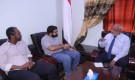 محافظ الحديدة يناقش مع الصليب الأحمر التدخلات الإنسانية في المحافظة