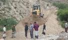 نائب رئيس انتقالي أبين يتفقد سير العمل في صيانة طريق باتيس رصد