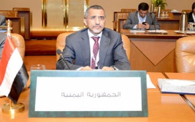 صحيفة سعودية : الريال اليمني يتهاوى و«المركزي» يدعو إلى وقف المضاربات عليه