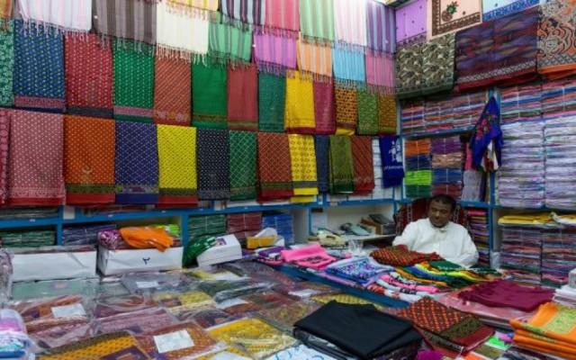 صنعاء.. أسواق الملابس تتحدى كورونا