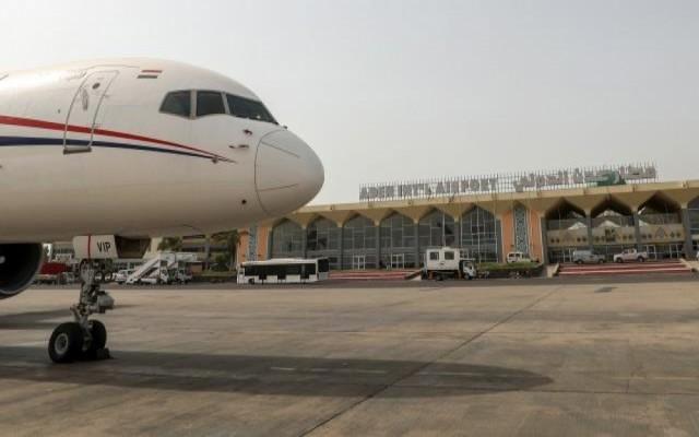 وصول 153 يمنيا من العالقين في مصر إلى مطار عدن