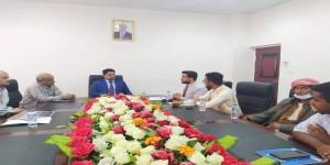 وزير الكهرباء والطاقة يلتقي وفد  مؤسسة (فينا خير) في محافظة المهرة