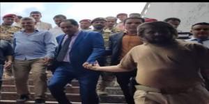 صورة لقيادي من الشرعية واخر انتقالي تشعل مواقع التواصل الاجتماعي