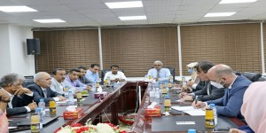 نائب محافظ البنك المركزي يلتقي المنسق المقيم للشؤون الإنسانية في اليمن