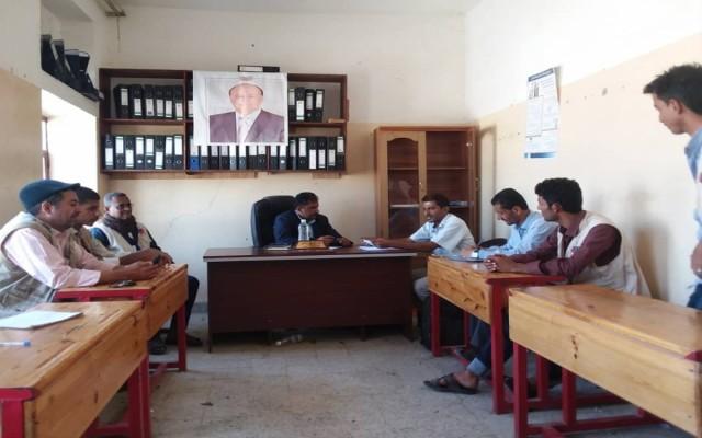 Photo of مدير عام قعطبة يلتقي بمسؤول الرقابة على المنظمات بالضالع ومسؤولي منظمة برنامج الاستجابة السريعة