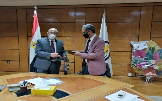 التوقيع على مذكرة تفاهم للتعاون العلمي والثقافي بين جامعة خليج عدن الدولية وجامعة اسيوط