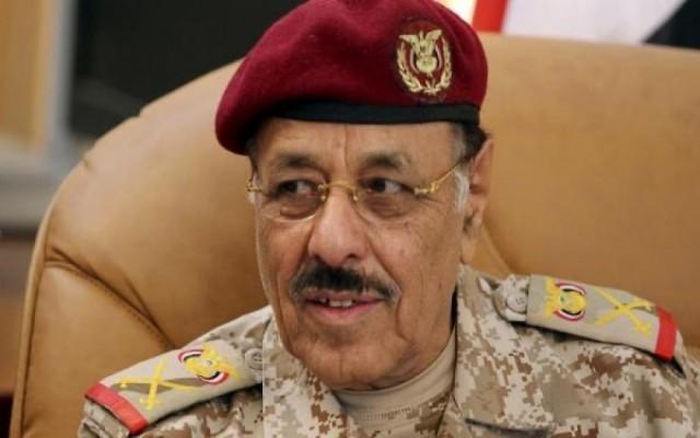 صحيفة اماراتية: قرارات وشيكة للرئيس اليمني بإقالة مسؤولين عسكريين بينهم نائبه