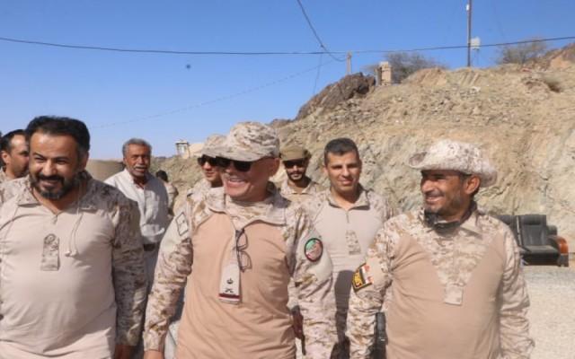 رئيس الأركان يتفقد سير العمليات القتالية في محوري البيضاء وبيحان