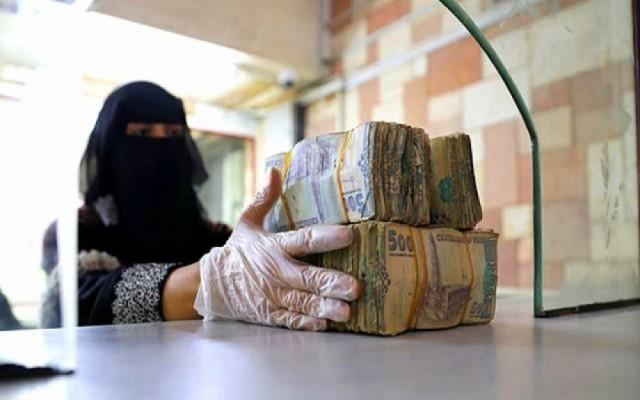 خبير اقتصادي يكشف سر هبوط أسعار الصرف بعدن