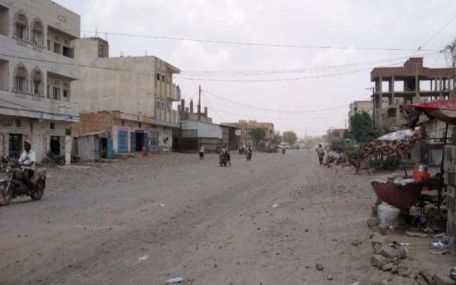 مليشيات الحوثي تقصف حيس بالمدفعية وتثير رعب الأهالي