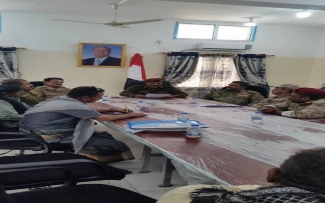 اجتماع عسكري في عدن لمناقشة التأمين المادي لجبهات القتال والوحدات العسكرية
