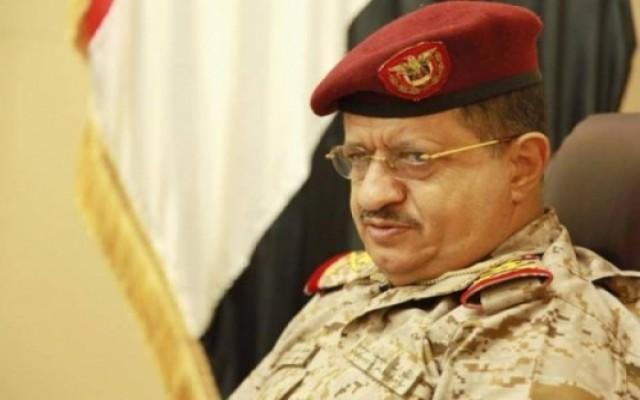 صحفي متسائلا: لماذا مُنع وزير الدفاع من العودة لعدن؟