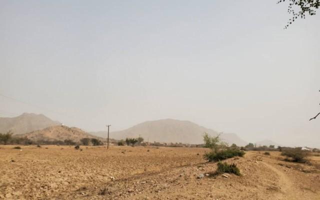 موجة غبار تجتاح عدد من المحافظات.