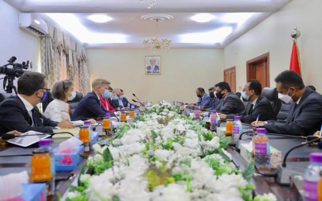 وزير الخارجية وشؤون المغتربين يلتقي وفد الاتحاد الأوربي في عدن