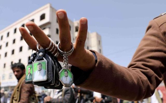 صحيفة سعودية: تراجع أميركي عن تصنيف الحوثيين جماعة إرهابية